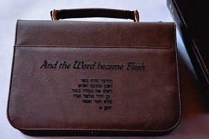 Leatherette Bible Cover with zipper - Lrg